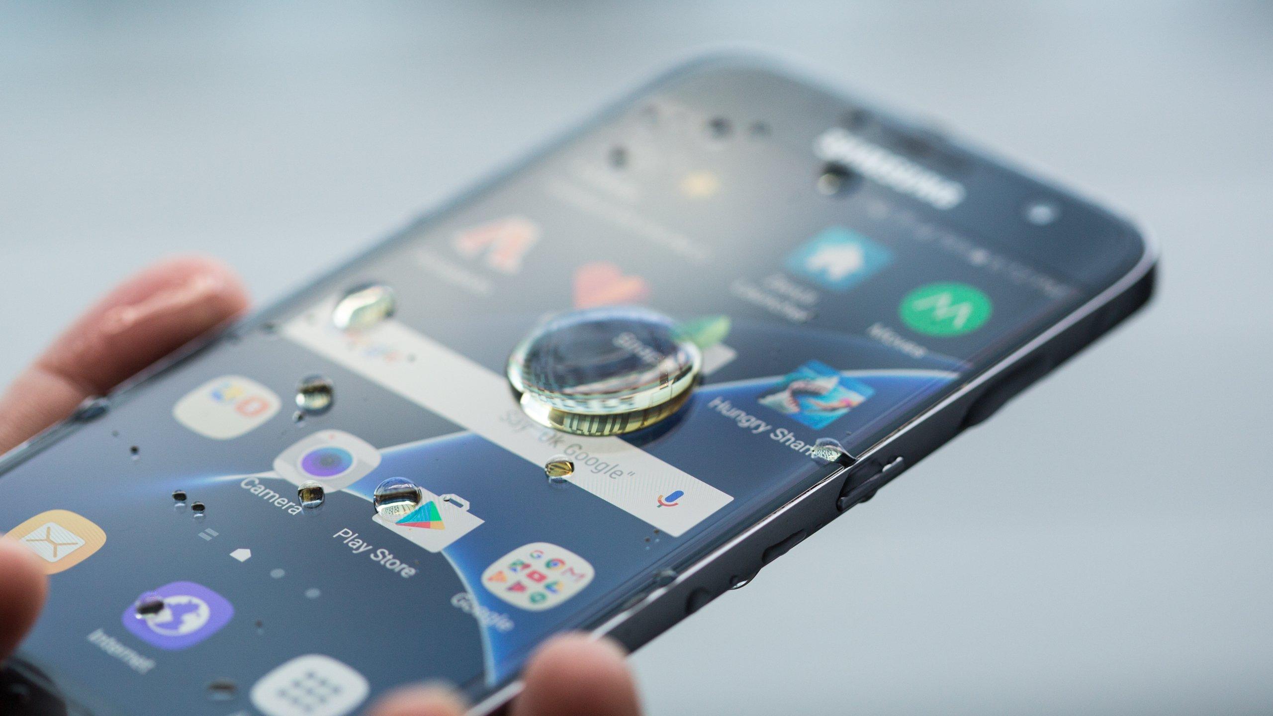 Το Samsung Galaxy έπεσε στο νερό. Μπορώ να το «σώσω»